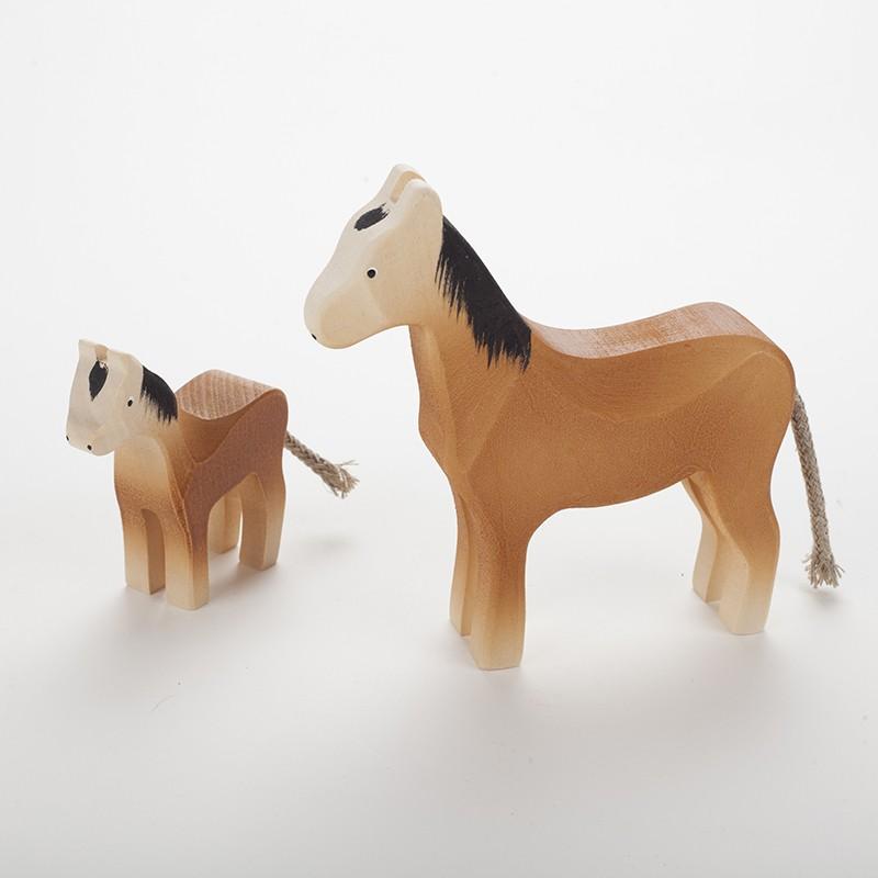 Cheval (12 cm) et poulain marron en bois