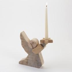 ange en bois avec bougie